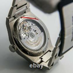 Girard-Perregaux Laureato 42mm UNWORN Store Display 81010-11-131-11A Watch