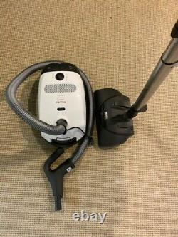 Miele Classic C1 Cat & Dog Canister Vacuum. Excelent. Store Display