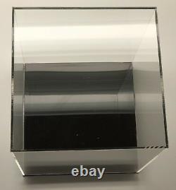 Boîte D'affichage Acrylique Avec La Vitrine De Base Clear Showcases Store Display Cube